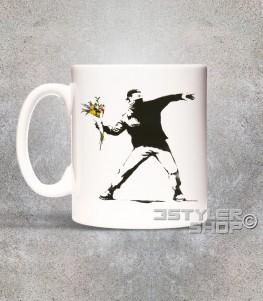 banksy tazza in ceramica raffigurante l'opera il lanciatore di fiori