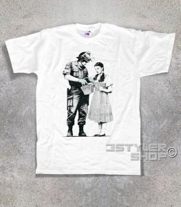 dorothy t-shirt uomo raffigurante un poliziotto che perquisisce dorothy del mago di oz