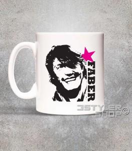 de andrè tazza mug con l'immagine stilizzata di de andrè e scritta faber