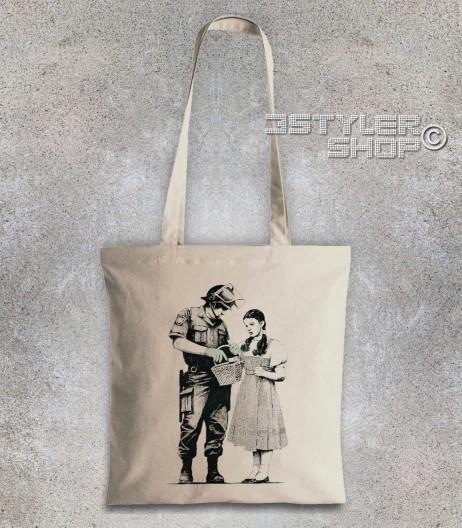 dorothy borsa - shopper raffigurante un poliziotto che perquisisce dorothy del mago di oz