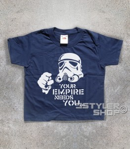 star wars t-shirt bambino raffigurante uno stormtrooper stilizzato e scritta your empire needs you