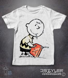 charlie brown t-shirt bambino con la sigaretta in bocca e una tanica di benzina in mano