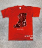 "boots t-shirt uomo ispirata alla canzone di nancy Sinatra ""these boots are made for walkin'"""