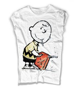 charlie brown t-shirt donna con la sigaretta in bocca e una tanica di benzina in mano